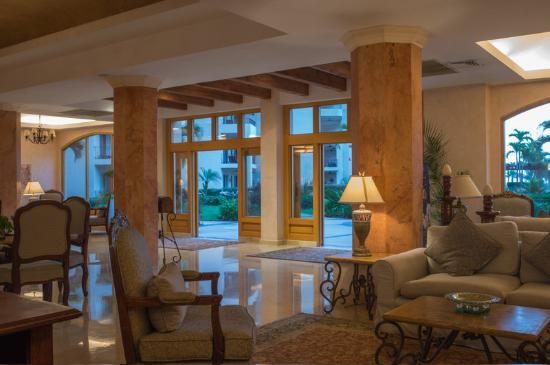 Villa La Estancia Lobby