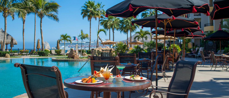 Poolside Dining at Villa La Estancia