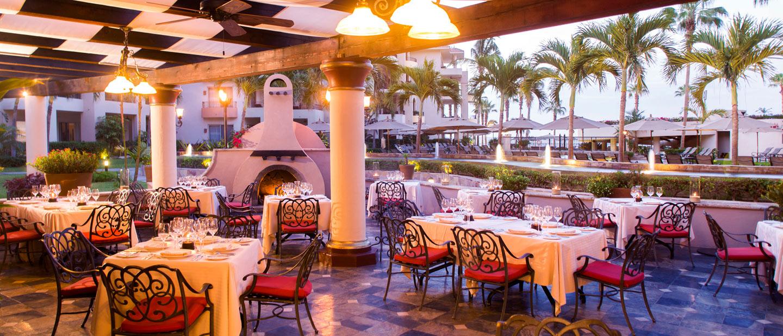 Dining at Villa La Estancia